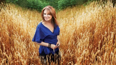 patty loveless, girl, smile
