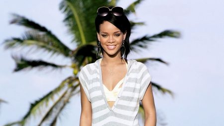rihanna, smile, palm
