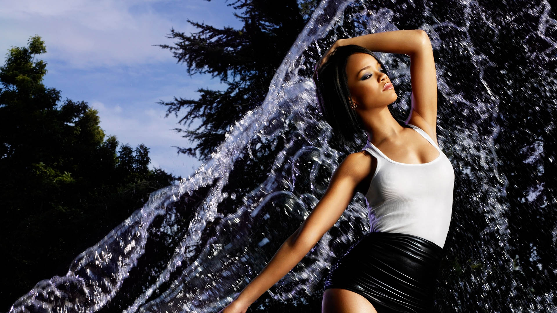 Download Wallpaper 1920x1080 Rihanna Water Sprays Girl