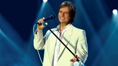 roberto carlos, microphone, light