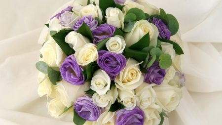 roses, lisianthus russell, leaves
