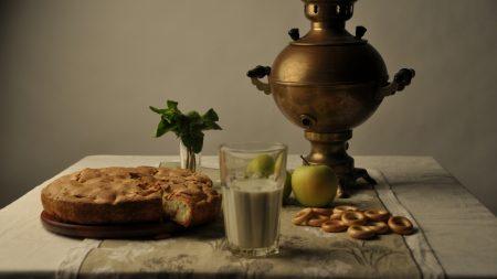 samovar, apples, pie
