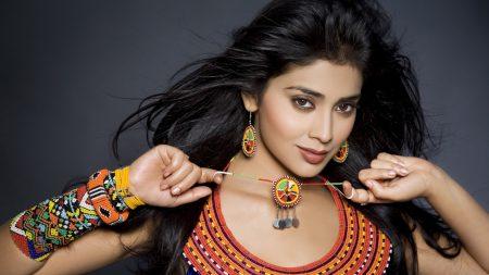 shriya saran, brunette, jewelry