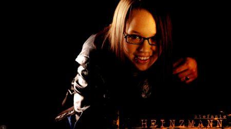 stefanie heinzmann, girl, glasses
