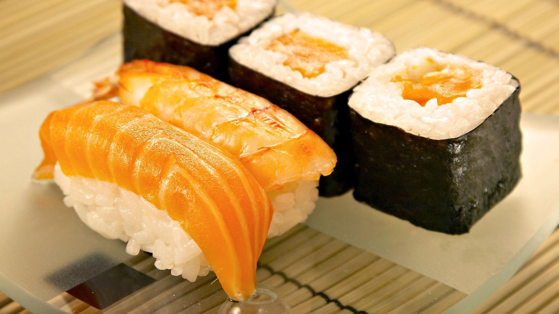 Download Wallpaper 1920x1080 sushi, fish, algas Full HD ...