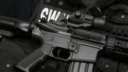swat, submachine gun, bulletproof vest