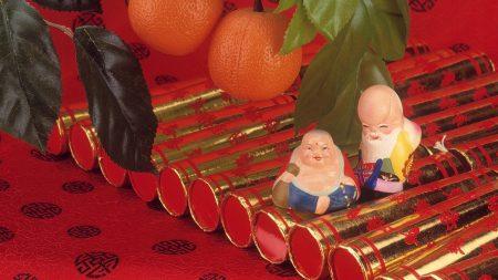 tangerines, figurines, colored