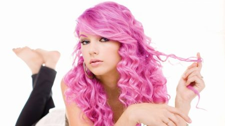 taylor swift, pink hair, hair