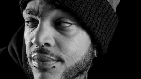 travie mccoy, piercing, hat