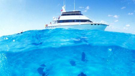 yacht, under water, skin-divers