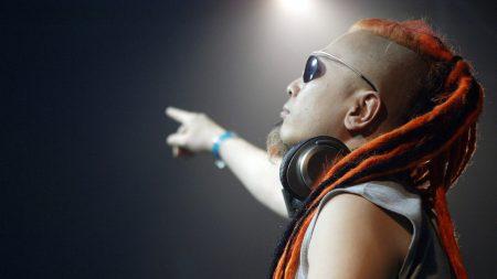 yoji, performer, console